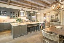 ! ~French Country Kitchen Ideas~ ! / french country kitchen, country french kitchen ideas, white kitchens, white kitchen inspiration, kitchen cabinets, painted kitchen cabinet, kitchen cabinet ideas, kitchen design,  traditional kitchen, French kitchen, cottage kitchen, farmhouse kitchen, modern kitchen, kitchen backsplash, kitchen counters,