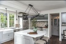 6 Kitchen Design Trends to Know for Fall / Just in time for autumn redecoration and renovation projects, we asked the experts on Dering Hall to share with us the latest trends that are emerging in kitchen design. From unexpected material combinations to seating upgrades, here are six trends that you'll be seeing in kitchens around the country.