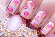 Shabby Chic Nails. / Beautiful shabby chic nail art.  / by Julie Mariner
