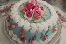 Shabby Chic Cakes. / Every kind of cake imaginable can be wonderfully shabby chic.  / by Julie Mariner