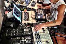 DJ Setups DJ Gear DJ Booths / Kontrolery, Playery, Mixery, Konsolety, Zestawy i miejsca pracy DJ'i // #DJ, #DJBooth, #ControllerDJ, #MidiController