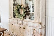 Farmhouse Decor / Farmhouse DIY and decorating ideas for living room, kitchen, bathroom, bedrooms.  Featuring rustic, vintage, modern farmhouse styles