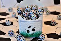 Soccer party ~ Voetbal feestje / De leukste ideeën voor #voetbal #feestjes.