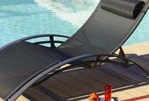 Bain de soleil / Découvrez notre collection de bain de soleil. En textilène ou résine tressée, coloré ou noir. Vous trouverez forcément votre bonheur pour des instants de détente au soleil...