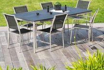 Tables de jardin / Que vous préfériez les tables rondes, carrées ou rectangulaires, que vous ayez un petit espace ou une belle surface pour y mettre une grande table, ou que vous aimiez déjeuner sur une table basse plutôt qu'une table haute, peu importe. Nous avons sélectionné pour vous un grand choix d'articles et de mobilier de jardin  pour que vous puissiez trouver la table que vous convient le plus.