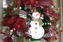 Christmas Craft Reveries / Christmas crafts and DIY projects that are simple, beautiful and are sure to brighten your home for the holidays, or someone else's as a gift. Just lay off the eggnog while operating a hot glue gun.