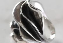 MoM of Sweden Jewelry / Pir philosophy is simple, we design silver jewelry that we like to wear