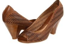 Shoes / by Anaïs B.
