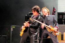 Paul McCartney, ¡fantástico en Bogotá! / Que no nos pregunten a los fanáticos de The Beatles cómo nos pareció el concierto de Paul McCartney en Bogotá, el jueves 19 de abril de 2012.  Que no lo hagan porque no salimos de los calificativos más grandilocuentes y desmesurados, y quizá ni nos crean. Pero así fue y así nos pareció (y con eso basta). Para muchos de nosotros, ver a un beatle en vivo fue un sueño cumplido: ¡ya podemos morir tranquilos...!  Estas fotos del concierto las hice desde mi puesto (B7 - fila 11).