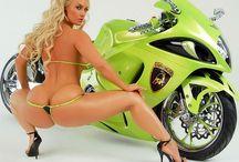 Sexy Motors. / Mujeres sexy en moto.