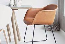 Stühle / Designerstühle, Sitzschalen, Esszimmer-Stühle oder Freischwinger aus echtem Büffelleder. www.livior.de