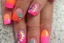 Acrylic nails / by Julie Lalinne