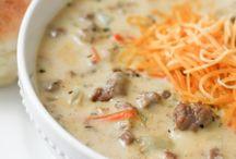 Soups/Chilis / by Carrie Nolen