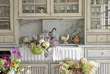 Kitchens / by Keely Thorne