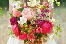 Wedding Flowers Inspiration / Digibuddha  |  Invitation + Paper Co.  |  digibuddha.com