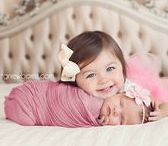 Baby & Toddler Photography Ideas / Newborn Photography, Toddler Photography, Family Photography, Picture Ideas, Newborn Photo Props, DIY Family Photos, DIY Newborn Photos