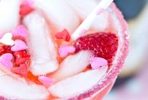 Delicious Drinks and Fun Decorations / Lots of yummy drinks, both alcoholic and non-alcoholic including smoothies, sangrias, lemonades + more with fun ways to decorate the drinking glasses