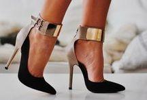 Shoemaniac / Vipguide Fashion Flash of Shoes / by Fashion Hunters (Vipguide)