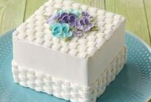Cake & Cupcake Decorating with Frosting / by Norma Snider