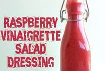 Paleo Salad Dressing / Paleo Salad Dressing that you can make right from your kitchen. Without all the additives of store-bought salad dressing.