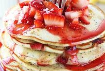 Pancakes & Waffles / All about pancakes and waffles. Recipes perfect for Sundays... or any day.