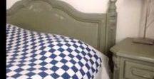 Château Grey voorbeelden van Annie Sloan Chalk Paint / Annie Sloan Chalk Paint Château Grey is een elegante vergrijsd groene kleur. Dit is de kleur van het Franse houtwerk. Deze traditionele kleur ontstond toen decoratieve schilders hun restanten mengden om een nieuwe gronfverf te maken. Annie Sloan Chateau Grey gaat goed samen met Primer Red, Duck Egg Blue, Henrietta, Old Ochre en Burgundy.