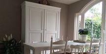 Pure White voorbeelden van Annie Sloan Chalk Paint / Annie Sloan Chalk Paint Pure White is heel mooi voor een houten moderne tafel of kast gaat heel mooi samen met Chalk Paint ™ van Annie Sloan Paris Grey. Dit is één van de favoriete Chalk Paint ™ van Annie Sloan kleuren