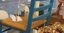 Giverny voorbeelden van Annie Sloan Chalk Paint / Annie Sloan Chalk Paint Giverny is een vrolijk, schoon koel blauw. Deze kleur ligt in de buurt van het groene scala van blauw, zonder rood erin. Het is een perfecte kleur voor een moderne, eigentijdse palet,en het ziet er geweldig uit met heldere, warme kleuren zoals Barcelona Orange en Scandinavian Pink en koele neutrale kleuren zoals Paloma. Giverny is vernoemd naar het dorp in Noord Frankrijk waar Claud Monet woonde.