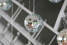 Fiesta disco / Disco party / Ideas para una fiesta disco, ¡para que te sea muy fácil de organizar! Si quieres más ideas para una fiesta disco o una fiesta años 70 u 80, visita nuestra página web www.fiestafacil.com. / by FIESTAFACIL