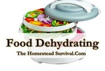 Dehydrating - The Homestead Survival / Dehydrating fruits, vegetables, herbs, eggs and meat is a great way to add to your food storage pantry. Dehydrate  / by The Homestead Survival