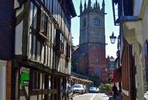 Shropshire | Ludlow | Shops in Ludlow, England / Historic Ludlow in Shropshire England | Medieval English castle | black and white buildings