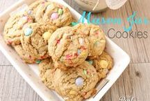 Cookies / Chocolate chip, sugar, peanut butter & more! Yummy cookies to make for your family, yourself or your friends.
