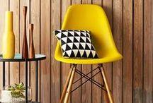 Cadeiras / Cadeiras para sala de jantar, copa, e recepção. Estofadas, em acrílico, com capitonês, debrum e desenhos diferenciados rendem conforto e charme.