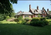 Cottage for sale Worsley, Manchester M28 2QW / Property for sale in Manchester. An historic and idyllic Grade II Listed 4 bedroom cottage nestled between the stunning Beesley Green and Worsley Woods.