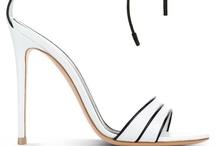 Woman shoes / Zapatos de mujer / by Guillermo Álvarez