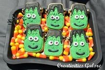 Halloween Treats / Serve up some tasty Halloween treats at your party, including cakes, cupcakes, cake pops, candy!  See more party ideas at CatchMyParty.com.