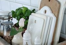 Décor and More / Decorating styles from a simple vignette to an entire room. ♥