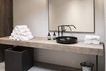 Bathrooms & Powder rooms / by Greet Lefèvre