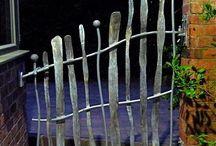 Bramy, ogrodzenia, furtki, okiennice, drzwi