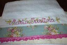 Toallas Bordadas y Cintas / Toalla, con nombre Personalizado, y bordada y cintas de adornos