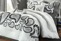 Black and White Bedding / by Lesley Stevens