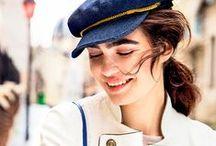 Lookbook C'est la Vie / La distinción clásica de la mujer parisina en el vestir, lograda sin esfuerzo, se recrea en esta historia de primavera con atuendos de estilo clásico y piezas a la usanza marinera. Firmas tradicionales del país galo se fusionan con otras de diseñadores españoles y mexicanos, como símbolo de actualidad en tendencias.
