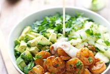 FOOD // Low-carb lunches and dinners / I'm on a mission to lower my carb (and sugar) intake to balance out the old hormones. Here are some amazing low carb ideas for lunches, snacks and dinners