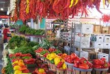 Plaza del Mondo / Take a look of world-wide market places, titled with a synthesized language.