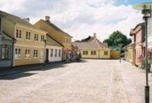 La città di Odense raccontataci da Francesca | #EGuardoIlMondoDaUnOblòOdense / Le città estere raccontate così come viste dalle italiane che vi vivono, attraverso 30 domande e altrettante risposte.   Vi ricordo, ancora, affinchè tutti voi possiate sentirvi un po' più partecipi in questa mia iniziativa, e non solo lettori, l'hashtag #EGuardoIlMondoDaUnOblòOdense, per postare in questa bacheca ulteriori foto, curiosità, scorci pittoreschi e molto altro ancora, rispetto quanto già raccontato nell'intervista da Francesca.   Come sempre, nessun limite alla fantasia.