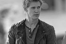 *Austin Butler* / This board is about, to be honest, the hottest boy (in my opinion) in the world. I used to date one, who look totally alike. So that's why I made this board, kind of in memory of him and my crush on Asutin :* Cheers!