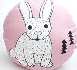 Déco de Pâques / Easter / Le plein de créations faites main pour décorer votre intérieur ou faire de jolis cadeaux pour Pâques sur DaWanda.com <3 Cocottes, œufs, gourmandises... la chasse est lancée !