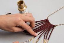DIY Création Bijoux / Jewelry / Le plein de tutoriels et d'inspiration DIY pour pour faire ses propres bijoux ou pour faire un cadeau unique et fait main : sautoirs, boucles d´oreilles, bracelets, bagues en plusieurs matieres à faire soi-même grâce à nos pas à pas sur DaWanda !