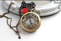 Alice / Entrez dans le monde merveilleux et fascinant d'Alys au travers de créations formidables et faites main par des créateurs talentueux et passionnés ! Vous pouvez même personnaliser vos bijoux et accessoires en contactant chaque créateur de manière privilégiée sur DaWanda.com <3 Bijoux, pochettes, porte-monnaie, montres, horloges... trouverez-vous la création magique qui vous ressemble ? Sur DaWanda.com <3   #aliceauxpaysdesmerveilles #alysinwonderland #alice #fait-main #handmade #idéescadeaux