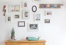 Bilderwand / Fotos und Bilder schön anzuordnen macht so viel Spaß. Hier einige Beispiele und Inspirationen.